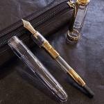 高級感のあるスケルトンの万年筆
