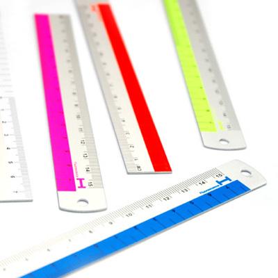 蛍光カラーアクセントのアルミ定規