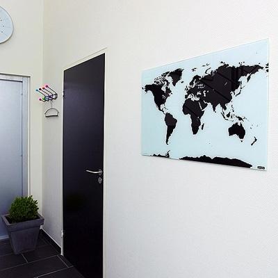 世界地図のガラス製ホワイトボード